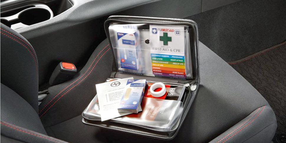 Аптечка на сиденье авто