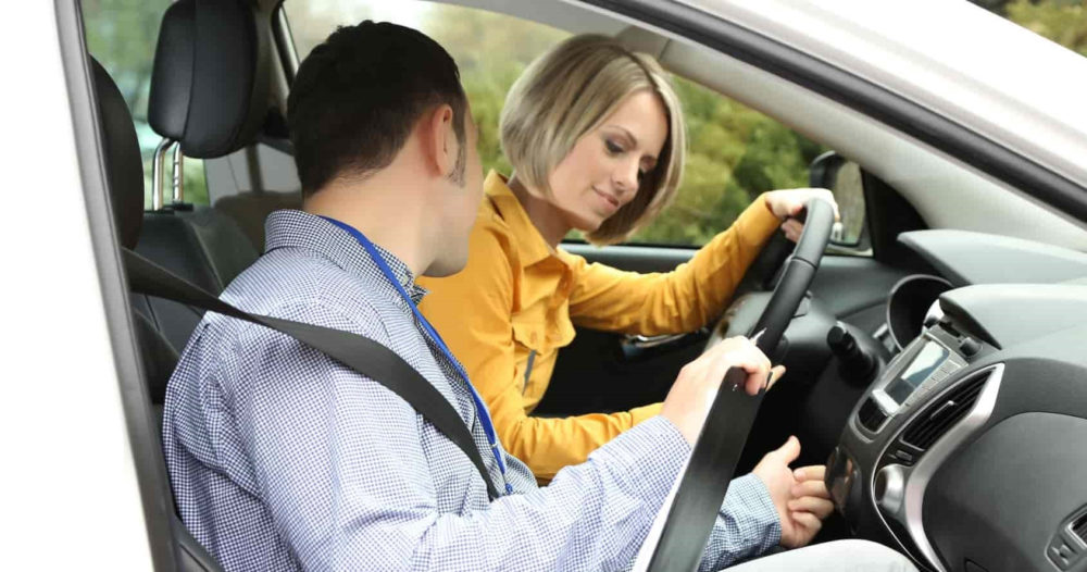 Кто может обучать вождению автомобиля кроме инструктора?